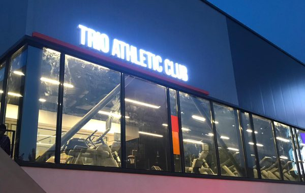 Trio Athletic Club ışıklı tabela
