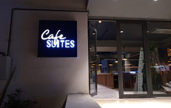 Trio Cafe suits tabelası imalatı